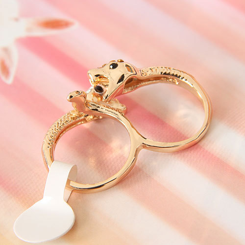 European Styles Personlaity Golden Diamond Embellished Twisted Snake Shaped Metal Ring