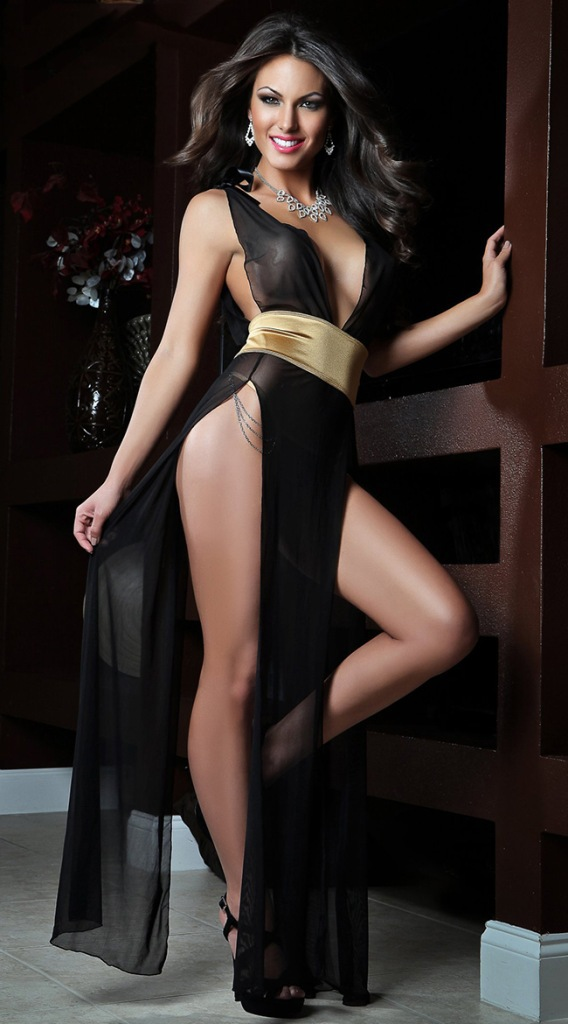 Женщины в платье без нижнего белья