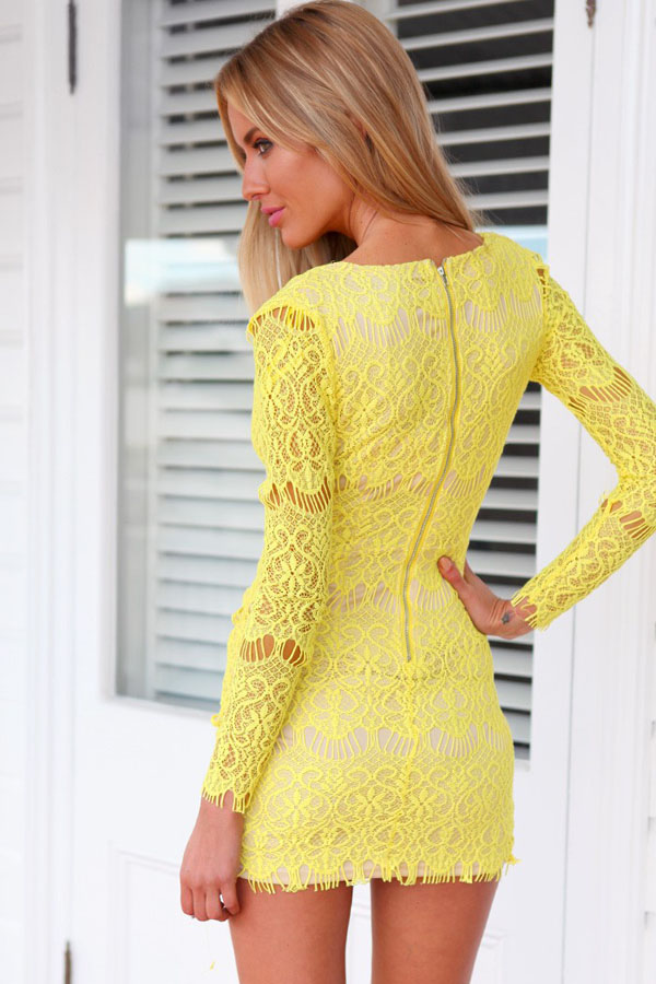 Платье из желтого кружева