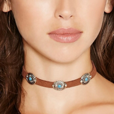 Vintage Style Metal Decorative Brown Necklace