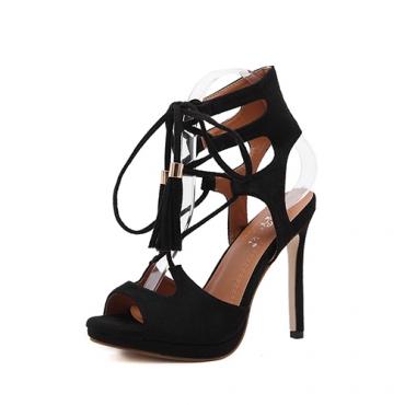 Sandalias cruzadas estupendas de la correa de la alta manera del estilete del ante